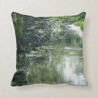 Ruhiges Fluss-Fließen Kissen