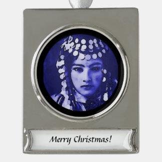 Rumänisches Sinti und Roma im blauen Headdress Banner-Ornament Silber