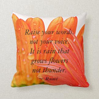Rumi:  Werfen Sie Ihre Wörter…. aufOrange Gerber Zierkissen
