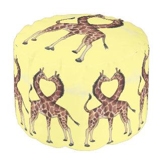 Runder Puff der Giraffen-Liebe Hocker