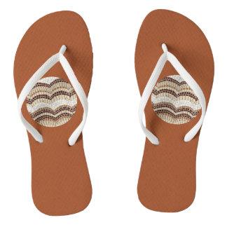 Rundes beige Mosaik-erwachsene dünne Bügel drehen Flip Flops
