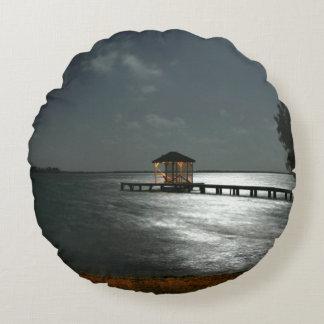 rundes Throwkissen mit Foto von moonlit Cabana Rundes Kissen