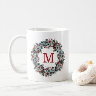 Rustikale Beeren und Feiertags-Monogramm der Kaffeetasse