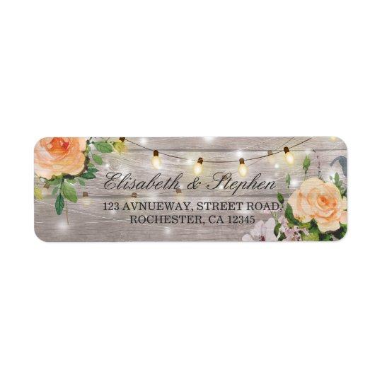 Rustikale hölzerne Blumenschnur beleuchtet