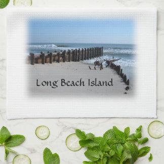 Rustikale Schutzwand auf Strand Geschirrtuch