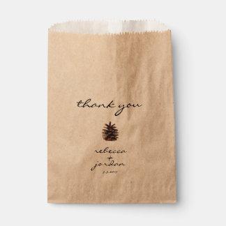 Rustikaler Kiefern-Kegel danken Ihnen Geschenktütchen