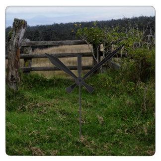 Rustikaler Zaun Quadratische Wanduhr