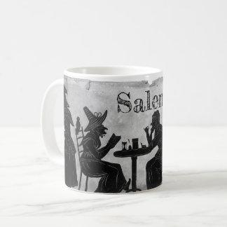 Salem-Hexen, die Kaffee-Tasse dämpfen und brauen Kaffeetasse