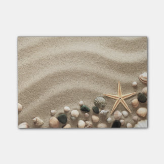 Sandy-Strand-Hintergrund mit Muscheln und Starfish Post-it Klebezettel