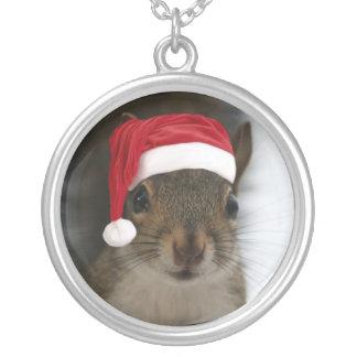 Sankt-Eichhörnchen-tragende Weihnachtsmannmütze Versilberte Kette