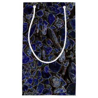 Saphir-blaue Steine mit leuchtendem Glühen Kleine Geschenktüte