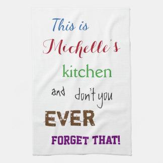 Sassy typografisches Name-Küchen-Tuch Handtuch