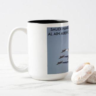 Saudische Falken darstellend bei Al-Ain Airshow, Zweifarbige Tasse