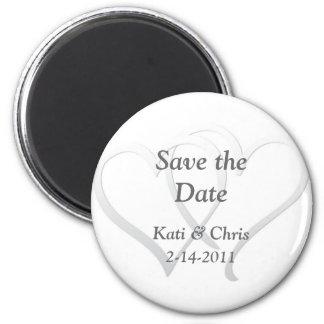 Sauvez le magnet de mariage de date deux coeurs magnet rond 8 cm