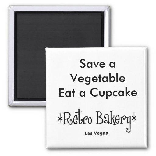 Sauvez un légume mangent un aimant de petit gâteau