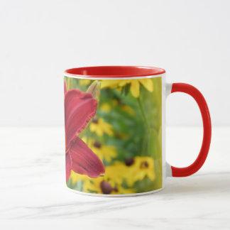 Scarlet-Gold - Taglilie mit Rudbeckia Tasse