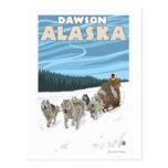 Scène Sledding de chien - Dawson, Alaska Carte Postale