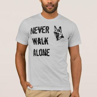 Schäferhund-Rettungs-T - Shirt gehen nie allein
