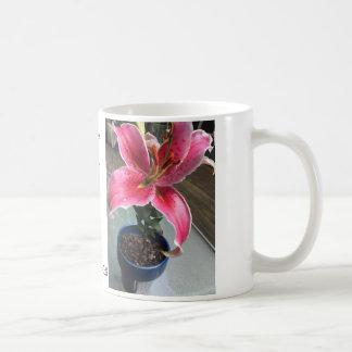 Schale mit Lilien-Stargazer- und Jesaja-40:8 Kaffeetasse