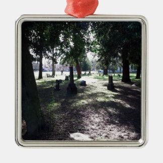 Schattenhafter Friedhof Quadratisches Silberfarbenes Ornament