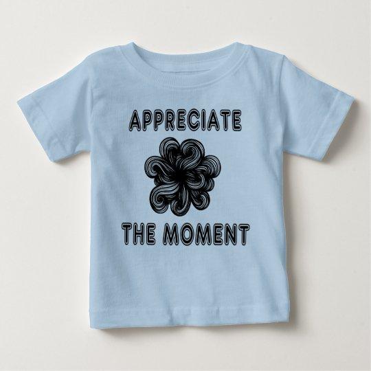 """""""Schätzen Sie der Moment-"""" Baby-T - Shirt"""