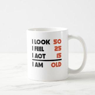 Schauen Sie Gefühl-Taten-lustige 90 Jahre alte 90. Kaffeetasse