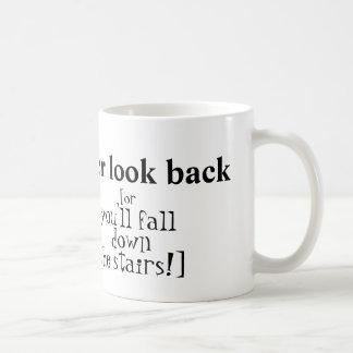 """""""Schauen Sie nie zurück"""" Tasse"""