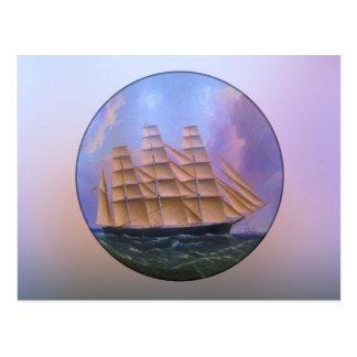 Scherer-Segelboot im lila Wasser Postkarte