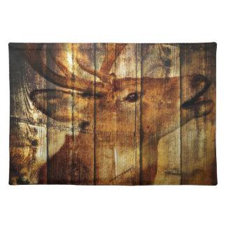 Scheunen-Holz-Weißwedelhirsch des Outdoorsman Stofftischset
