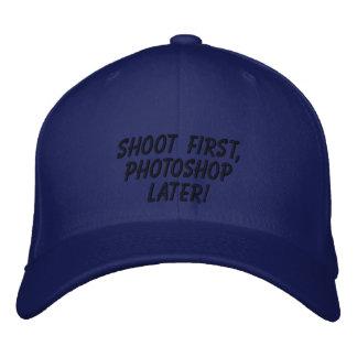 """""""Schießen Sie zuerst, Photoshop später! """" Bestickte Baseballkappe"""