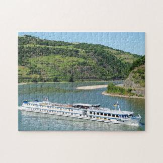 Schiff auf dem Rhein bei Oberwesel