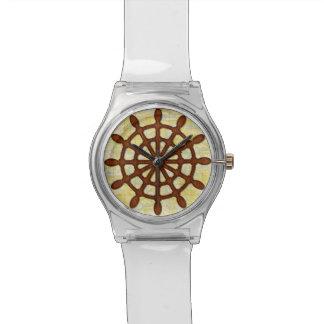 Schiffs-Helm drehen herein hölzerne alte Armbanduhr