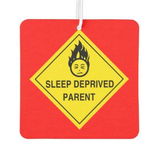 Schlaf beraubtes Elternteil Autolufterfrischer