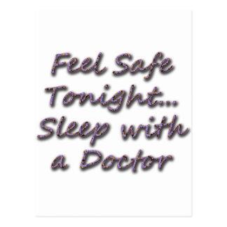 Schlaf mit einem Doktor Postkarte