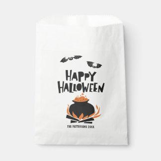 Schläger und großer Kessel glückliches Halloween Geschenktütchen