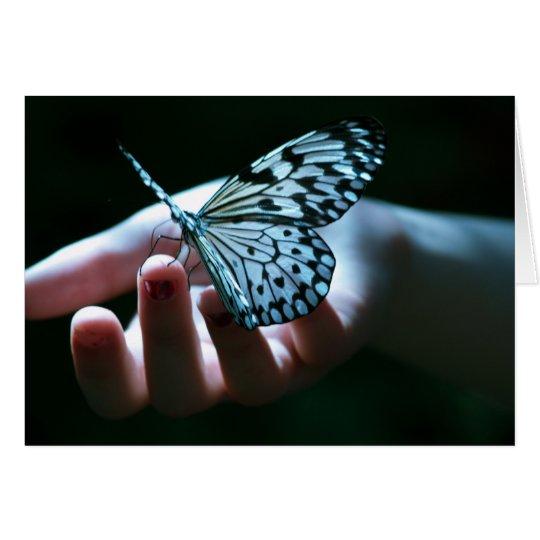 Schmetterling an Hand Mitteilungskarte