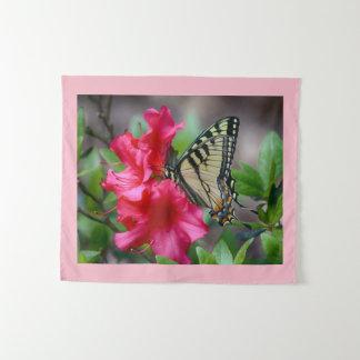 Schmetterling auf Blumen Wandteppich