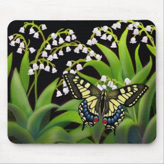 Schmetterling auf Maiglöckchen Mousepad