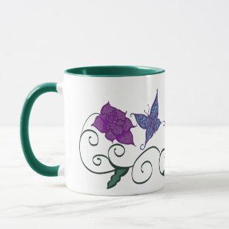 Schmetterling in einer Blumen-Garten-Tasse Tasse