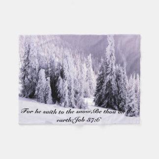Schnee bedeckt fleecedecke