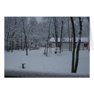 Schnee bedeckte Yardfeiertagskarte Karte