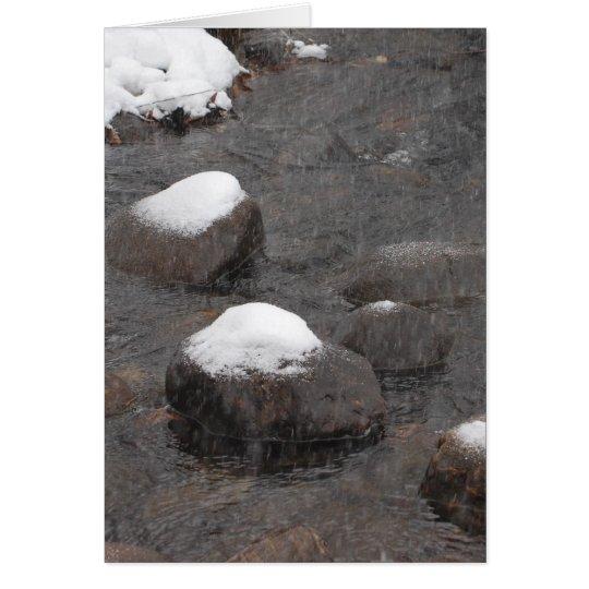 Schnee mit einer Kappe bedeckte Felsen Karte