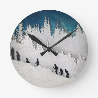 Schnee-Wanderung II Runde Wanduhr