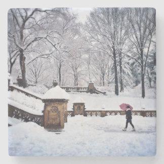 Schneebedeckte Treppe im Central Park Steinuntersetzer