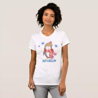 """Schneeflocke-Pinguin """"GERADE CHILLIN """" T-Shirt"""