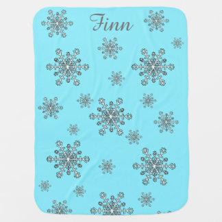 Schneeflocken in silbernem weißem und blau kinderwagendecke