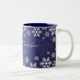 Schneeflocken und blaue Damast-Hochzeit Zweifarbige Tasse