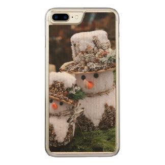 Schneemänner, die Pinecone Hut tragen Carved iPhone 8 Plus/7 Plus Hülle