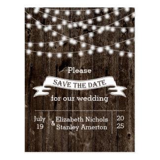 Schnur der Lichter auf altem hölzernem wedding Postkarte