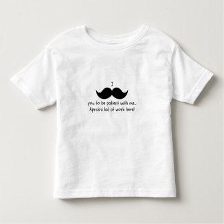 Schnurrbart I Sie, zum geduldig zu sein… Kleinkind T-shirt